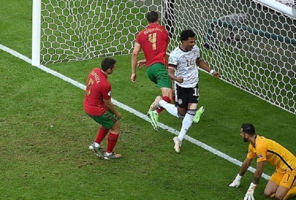 Euro 2021 với những bàn thắng phản lưới nhà